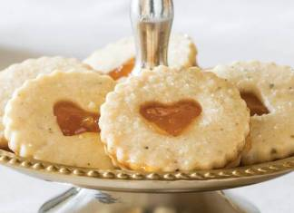 Tea & Ginger Linzer Cookies with Apricot Filling