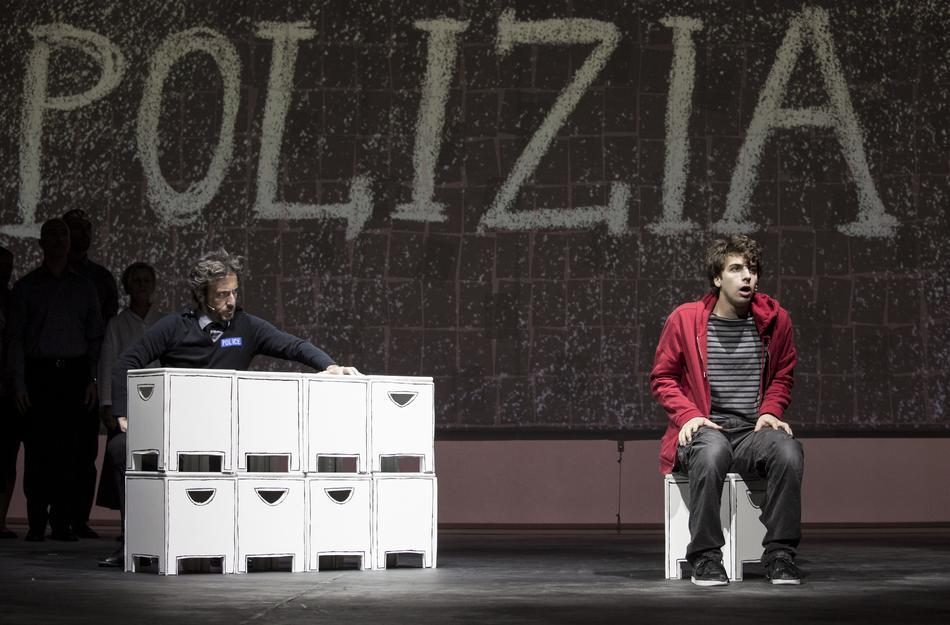 Lo strano caso del cane ucciso a mezzanotte - La Recensione dello spettacolo | Teatro.it