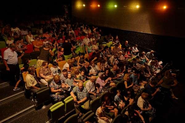 Interior de Teatro Arbolé con público
