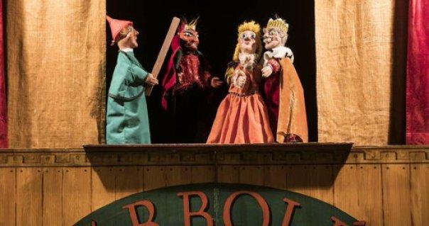 Esta imagen tiene un atributo ALT vacío; su nombre de archivo es Pelegrín-en-Teatro-Arbolé.jpg