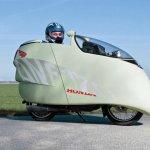 Una moto que gasta 1,2 litros cada 100 km.