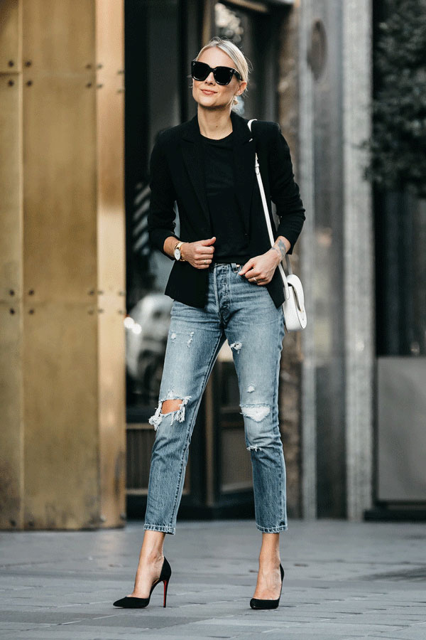How to Style A Black Tee Classic