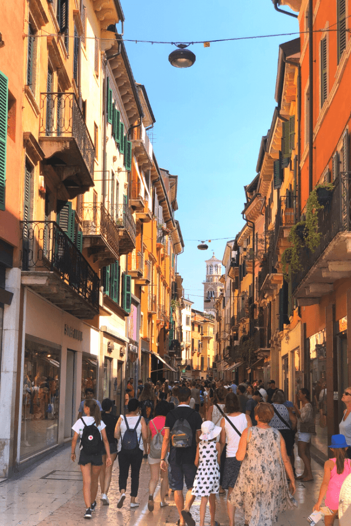 What to do in Verona with kids: go shopping on via Mazzini or Piazza delle Erbe; what to do in the north of Italy with kids