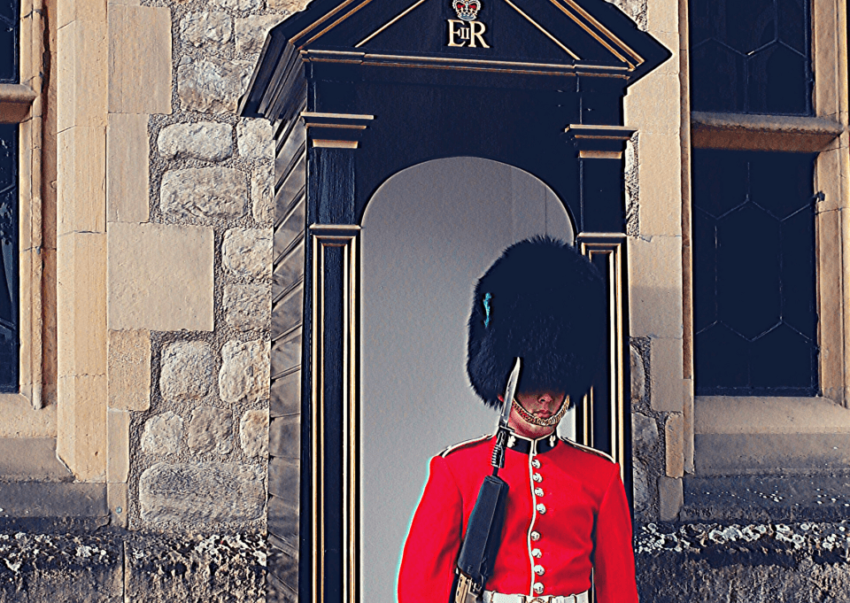 Three days in London with a small child: Palace Guard at the Tower of London, protecting the Crown Jewels Vault