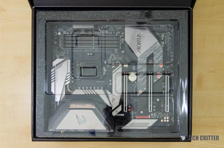 Gigabyte Z390 Aorus Xtreme box (3)