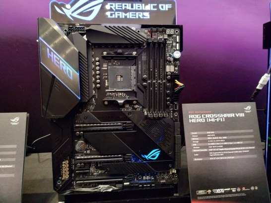 ROG Crosshair VIII Hero - 01