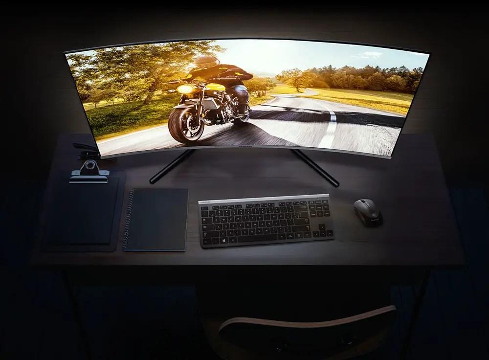 "Samsung UR59C 32"" Monitor"