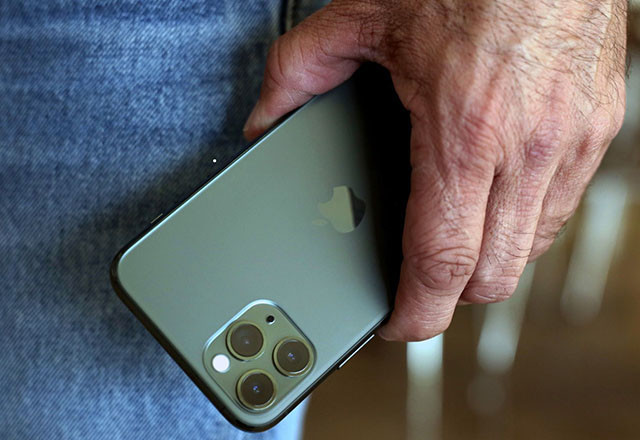 TEST: Apple iPhone 11 Pro Max – Perjanica perjanice