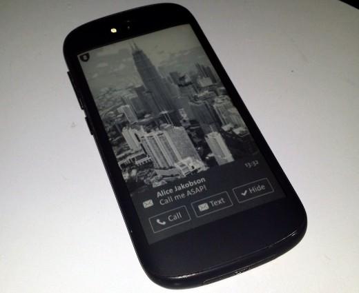 YotaPhone2-520x425