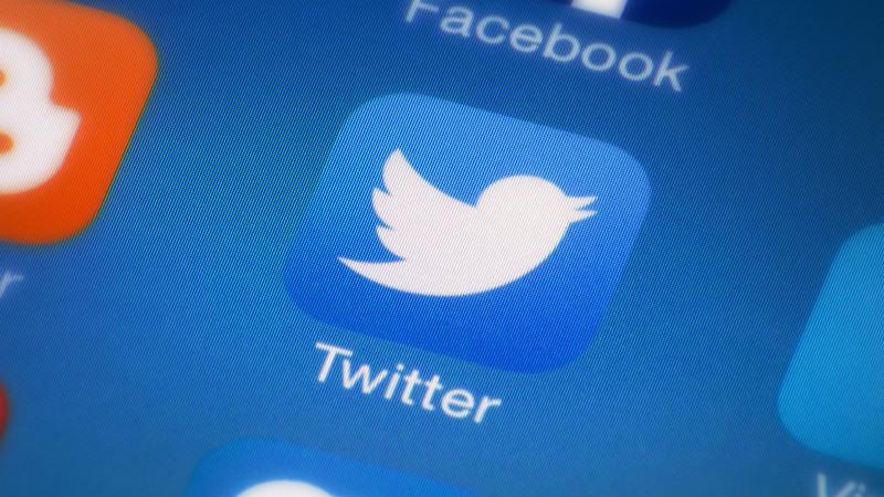 تويتر تويتر تسمح بإدراج تغريدات أشخاص غير مُتَابَعِين في الجدول الزمني