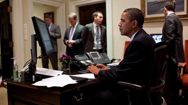 أوباما يطالب بثلاثة قوانين جديدة لحماية بيانات المستخدمين