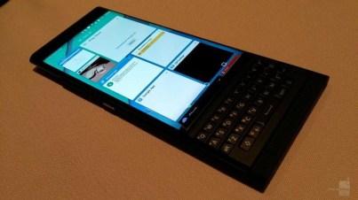 BlackBerry-Venice-slider (2)