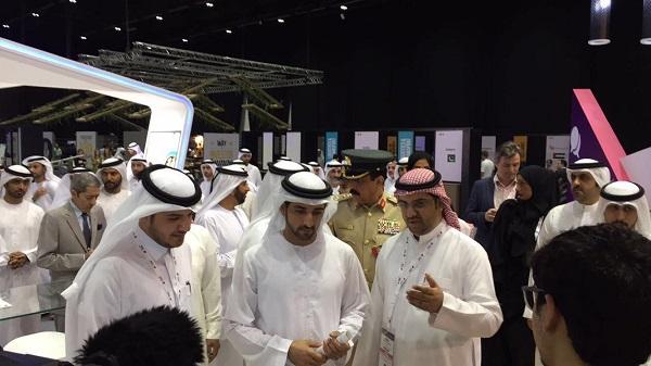 من زيارة الشيخ حمدان لجناح الاتصالات السعودية في جيتكس دبي