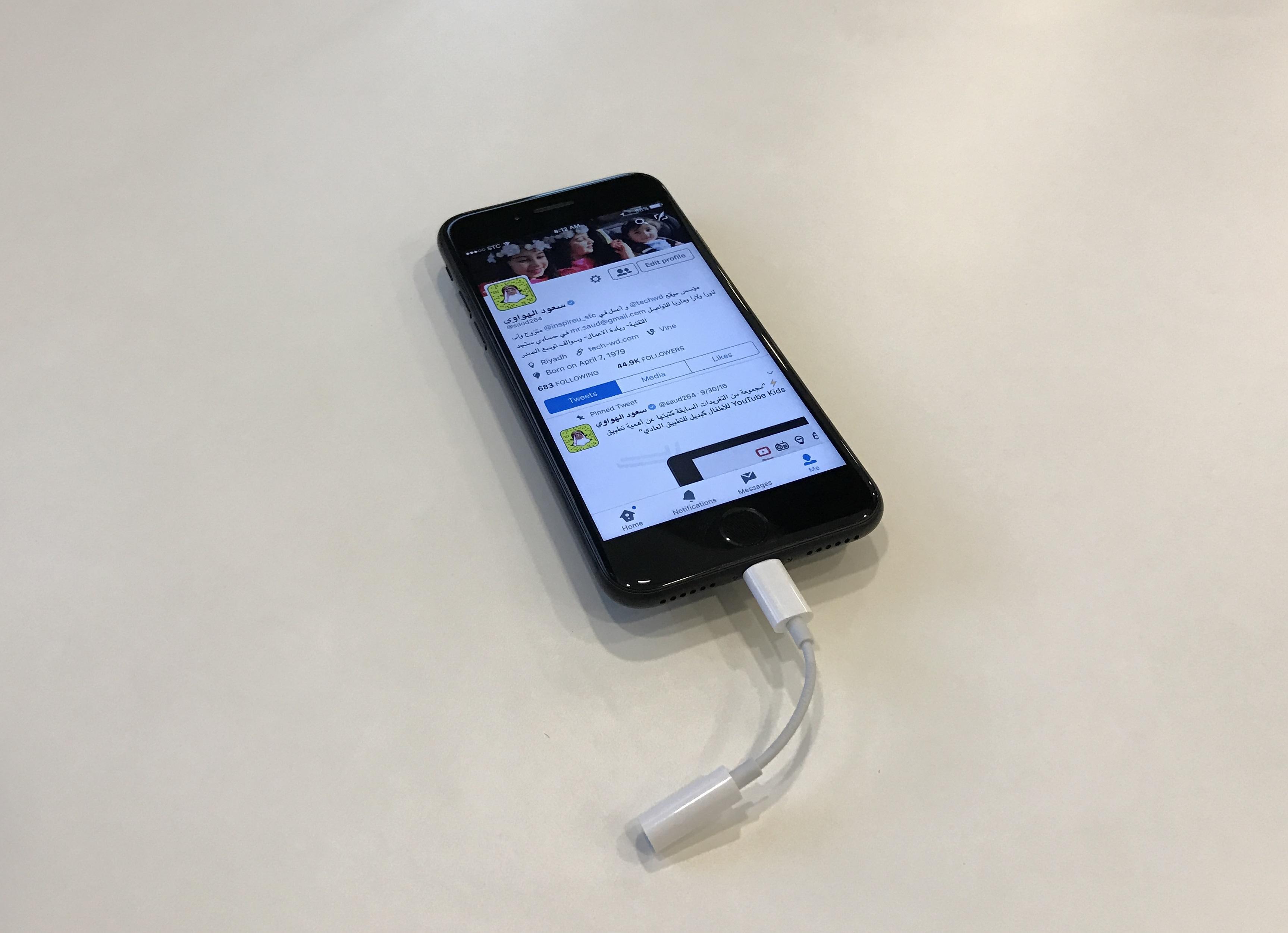 آيفون 7 مع وصلة السماعة