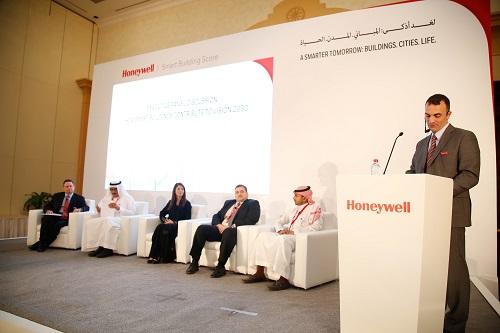 اللجنة في حفل تصنيف المباني الذكية من هانيويل