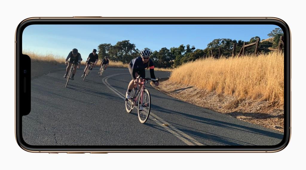 آبل تضع إل جي على لائحة المزودين لشاشات OLED لهواتف آيفون