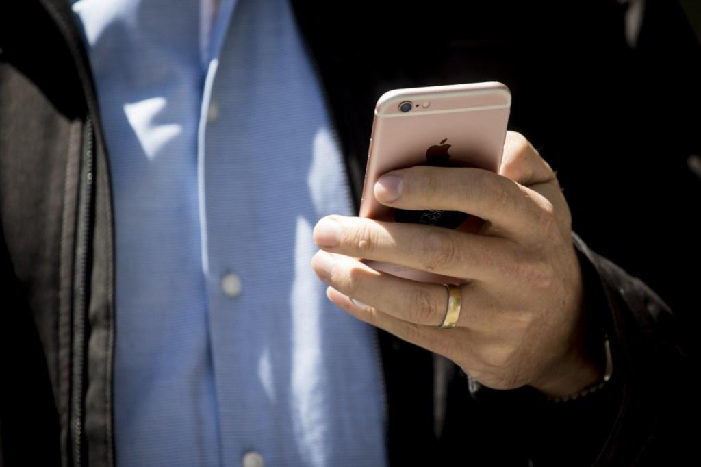 أكثر من 5,400 تطبيق على iOS تتعقب بيانات المستخدمين