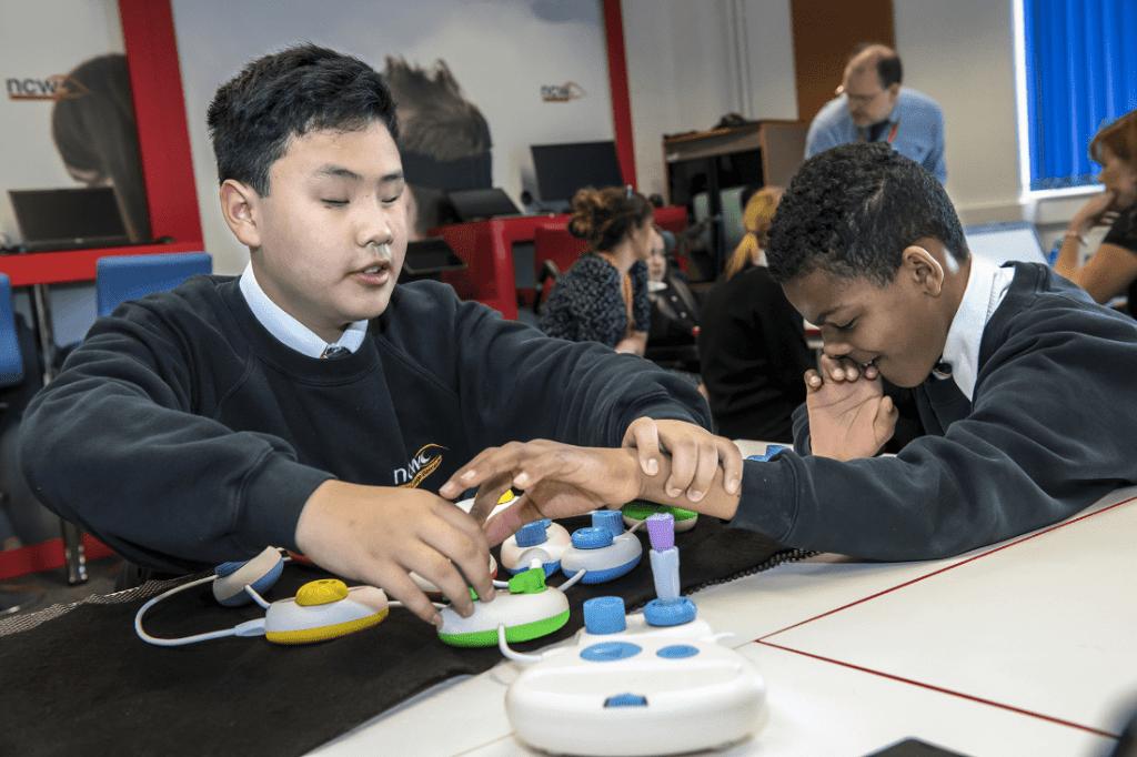 Bett 2019: مايكروسوفت تطور لغة ملموسة لمساعدة الأطفال بمشاكل البصر على تعلم البرمجة