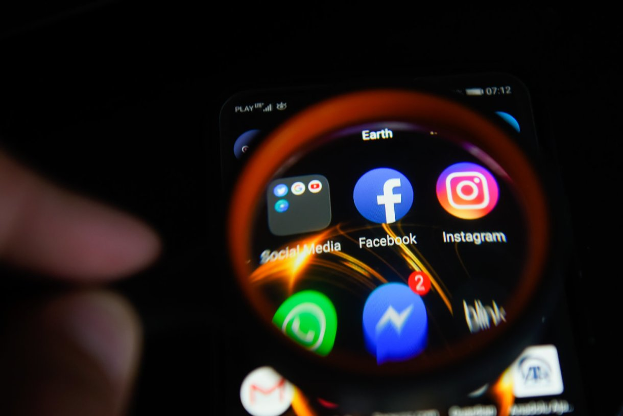العديد من تطبيقات الأندرويد ذات الشعبية الكبيرة تزود فيسبوك بمعلومات المستخدمين وتنتهك خصوصياتهم