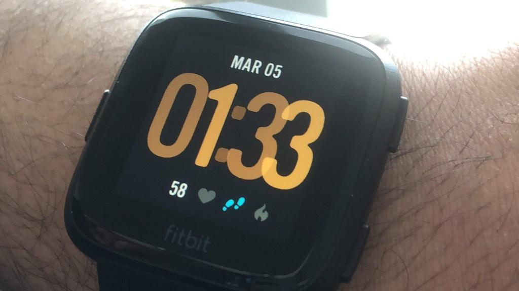 مراجعة: Fitbit Versa ساعة ذكية بنكهة رياضية !