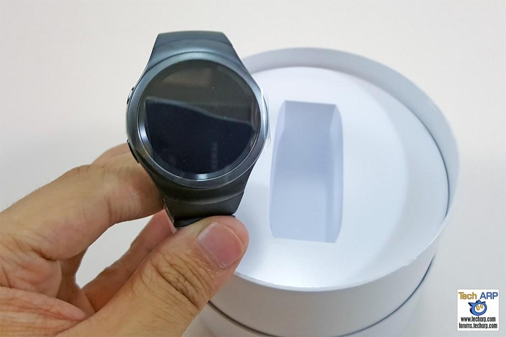 Inside the Samsung Gear S2 box