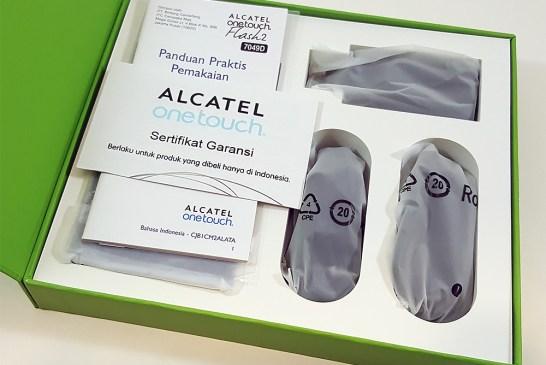 Inside The Alcatel Flash 2 Smartphone Box