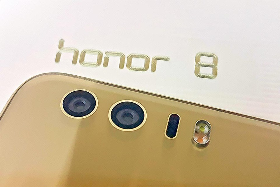 The honor 8 Aurora Glass Smartphone Review