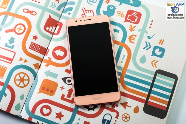 The Honor 8 Sakura Pink Smartphone Is Now Available!