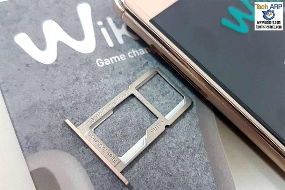 The Wiko U Feel Prime hybrid SIM tray