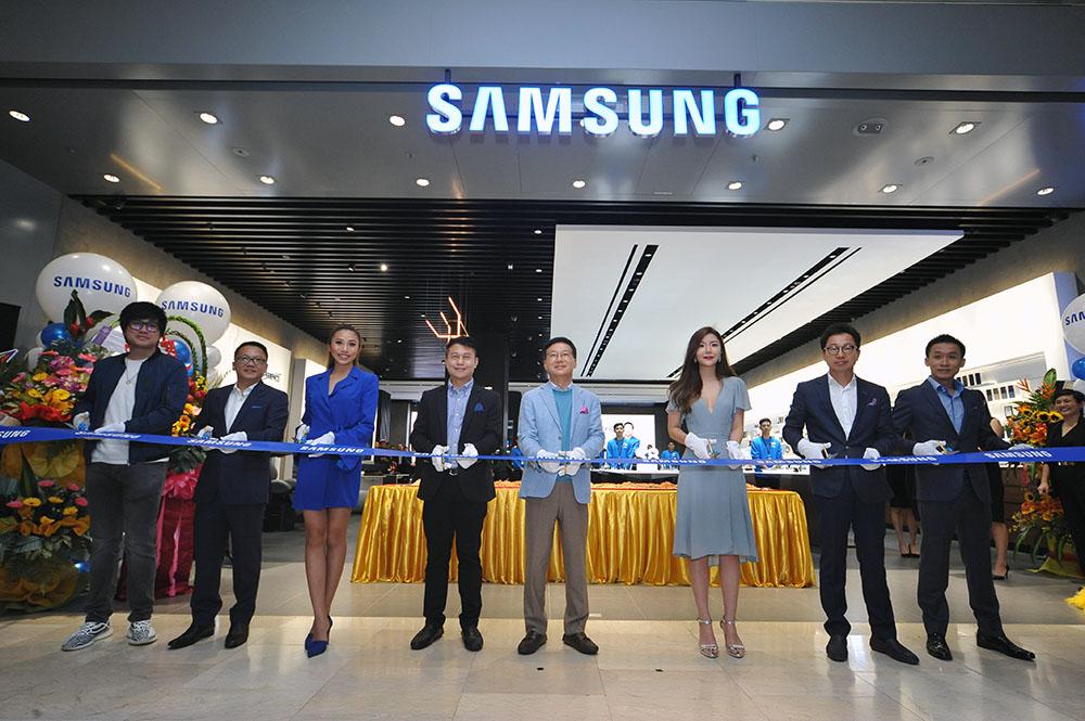 The Samsung Premium Experience Store @ Pavilion KL Launch & Tour!