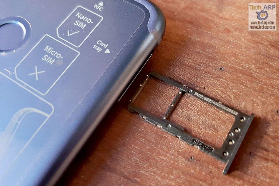 Honor Play hybrid SIM tray