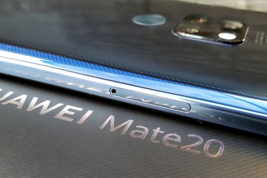 HUAWEI Mate20 left side