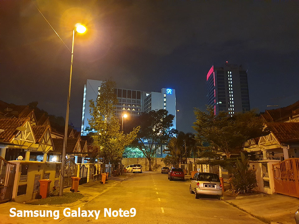 Low Light Shootout - Galaxy Note9 vs. iPhone X