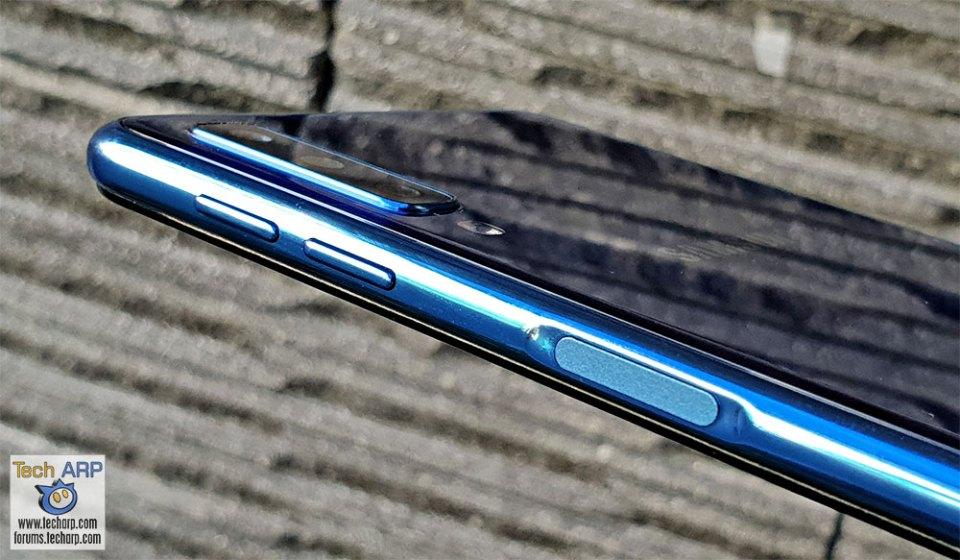 Samsung Galaxy A7 2018 right side