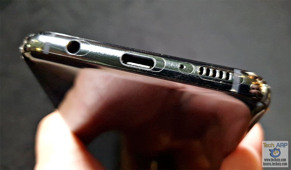 Samsung Galaxy S10e bottom