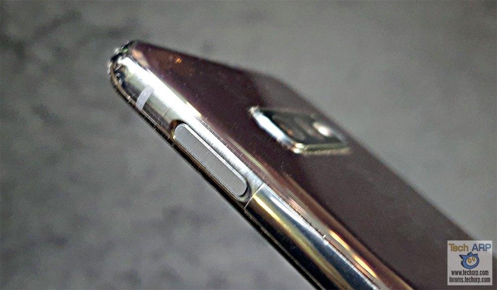 Samsung Galaxy S10e right