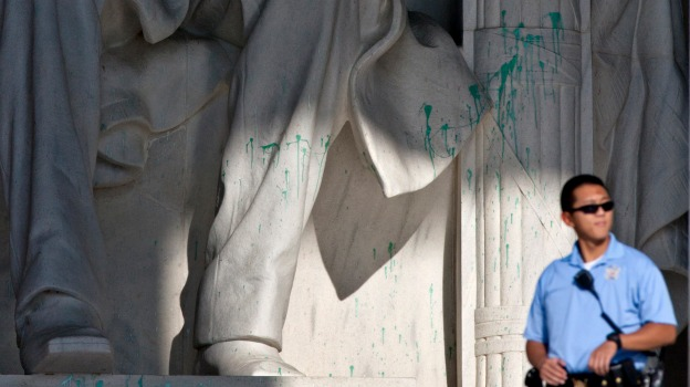 Lincoln Memorial vandalised 2013