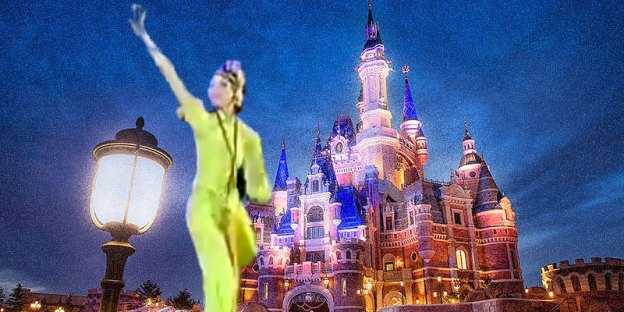 Fact Check : Chinese Robot Dancer @ Shanghai Disneyland!