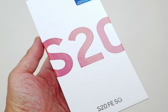 Samsung Galaxy S20 FE box