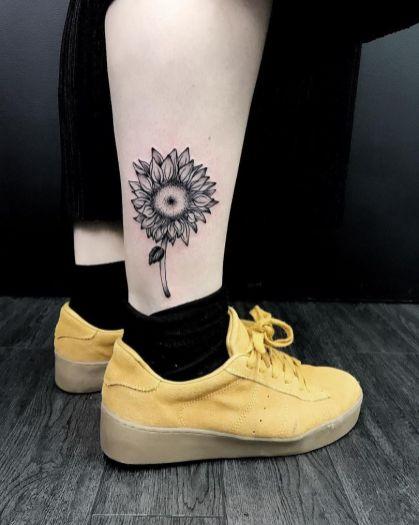 Sunflower tattoos ideas for women (47)