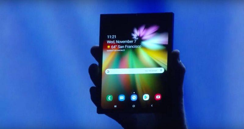 Samsung mostra per la prima volta lo smartphone pieghevole 1