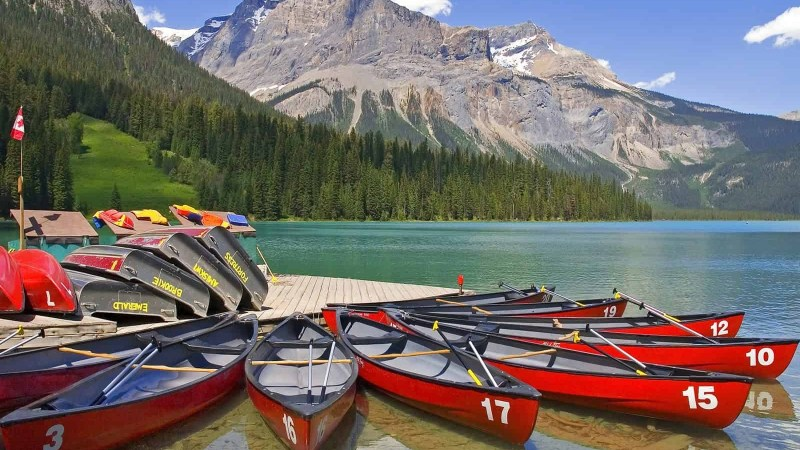 8 Famous Breathtaking National Parks in Canada