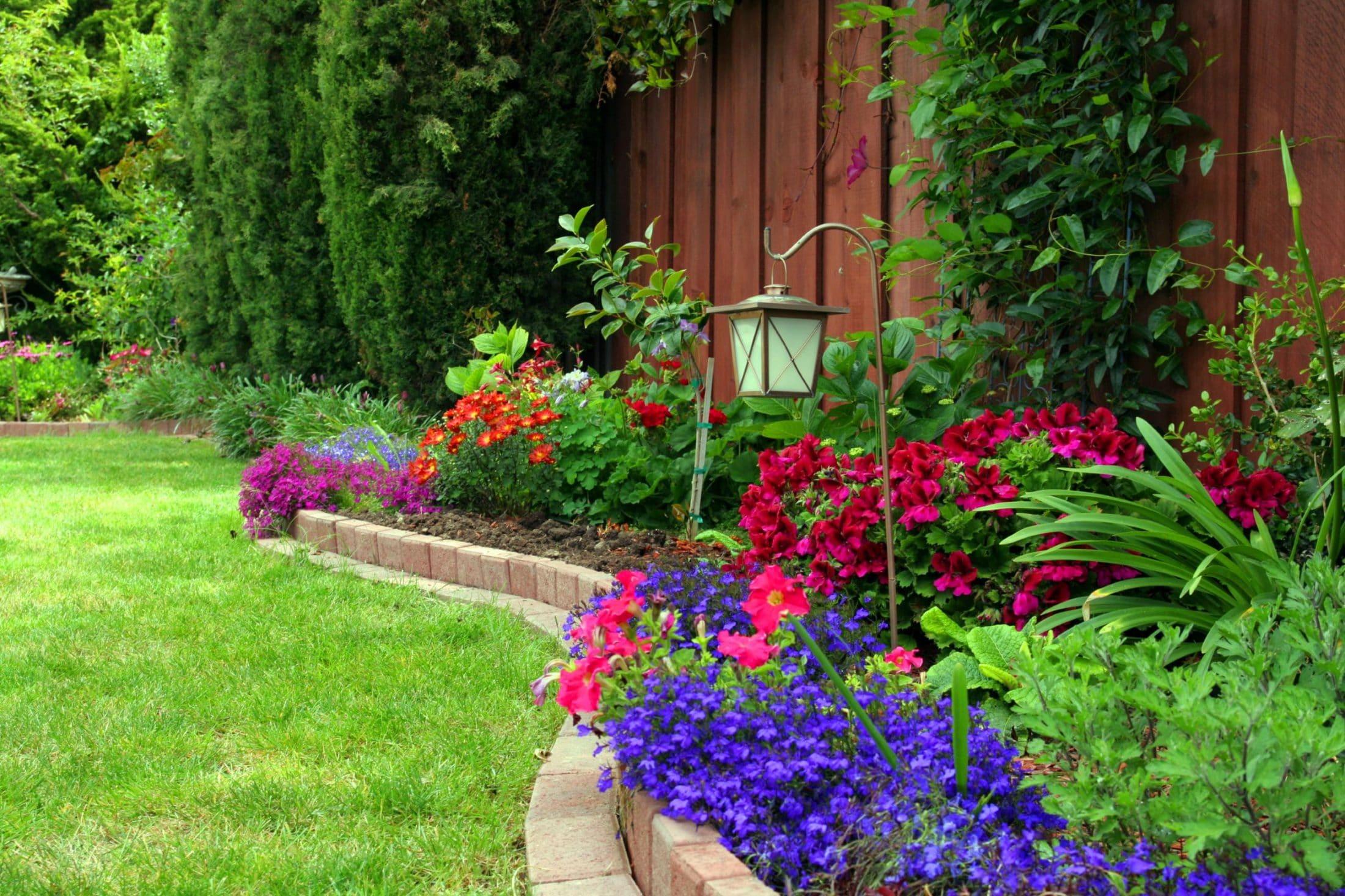 5 Advantages of Using Garden Edging