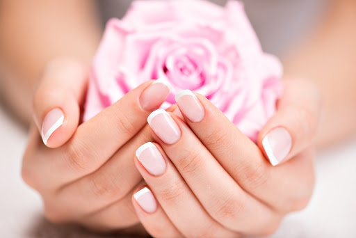 A Hybrid Manicure – Easy, Fast and Fun!