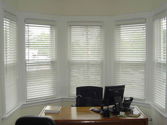 Office Window Treatments: 5 Ideas for a Comfortable Workspace