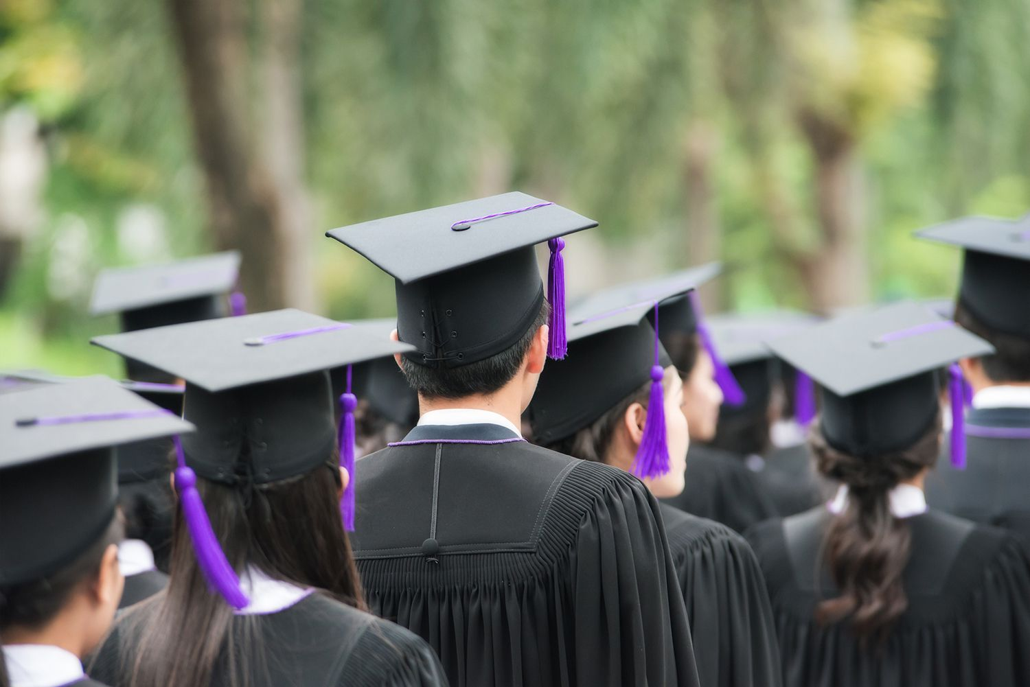 Pros and Cons of a Master's Degree in Business Administration
