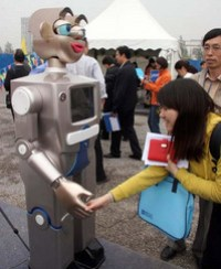 chinese_robot-receptionist-rubbish.jpg