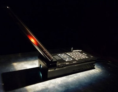 NTT_DoCoMo_handset_projector_1-thumb-450x351.jpg