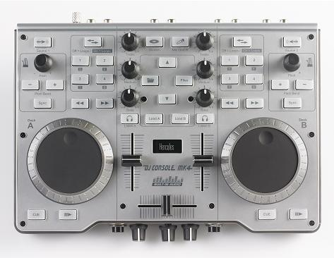 Hercules MK4 DJ Console middle.jpg