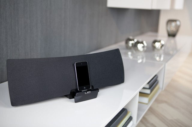 LUE Airspeaker iPod docked.jpg